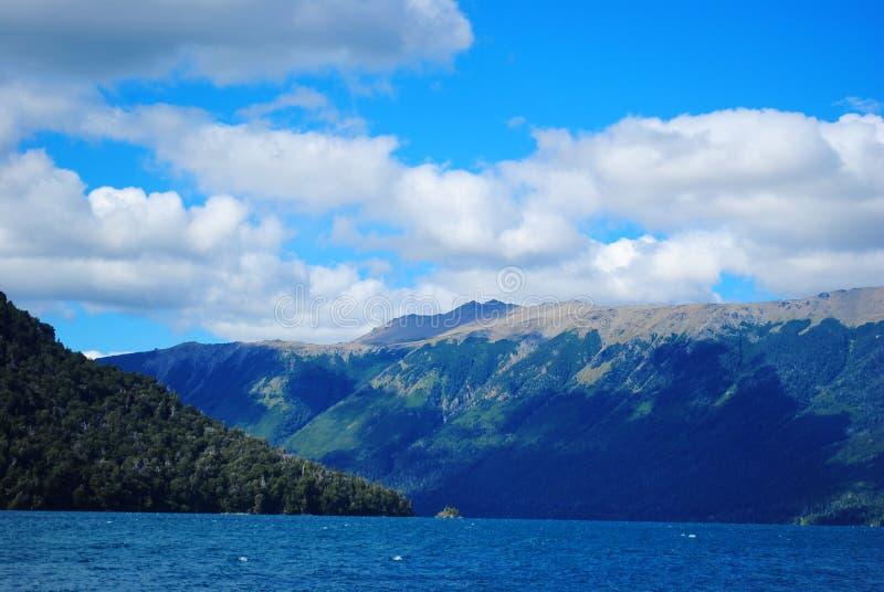 Mascardi sjö, Bariloche, Argentina royaltyfri fotografi