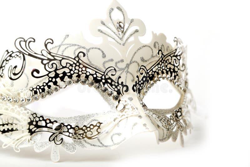 Maschera decorata bianca e d'argento di travestimento su fondo bianco immagini stock libere da diritti