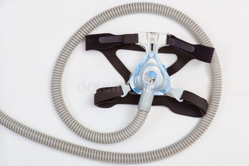 Maschera e tubo flessibile del copricapo dell'apnea nel sonno fotografia stock