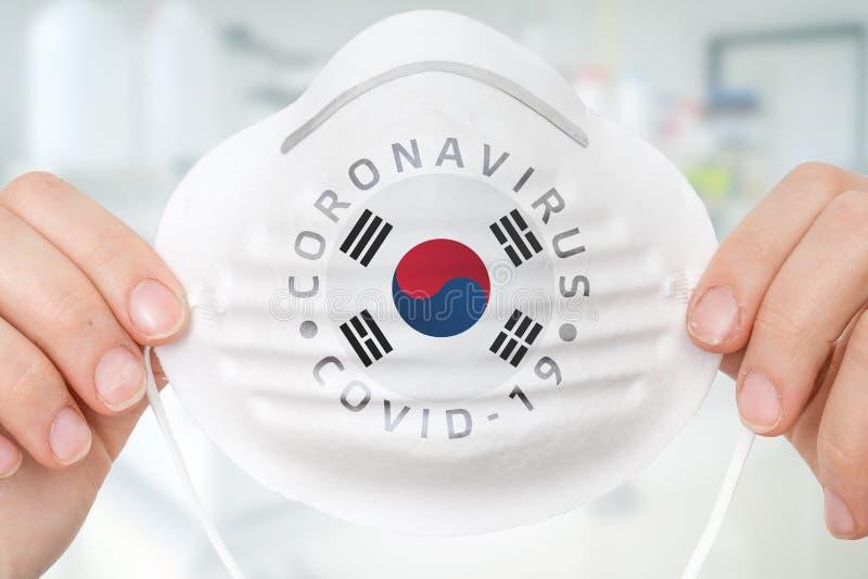 Maschera respiratrice con bandiera della Corea del Sud - Coronavirus COVID-19 immagini stock libere da diritti
