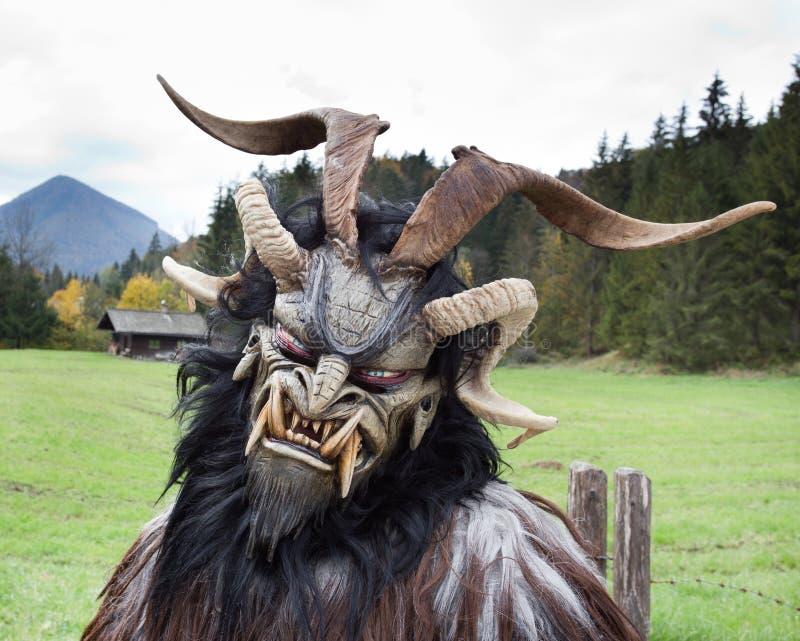 Maschera tradizionale alpina di Krampus fotografie stock libere da diritti