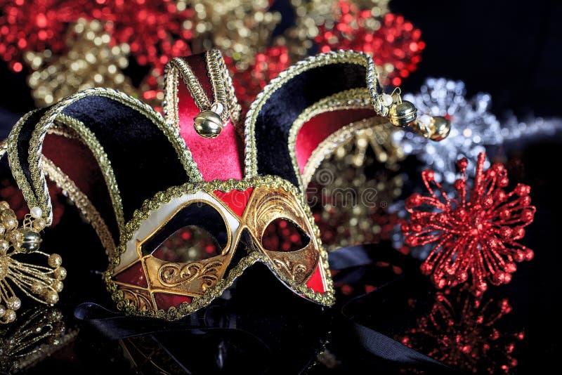 Maschera veneziana 2 di travestimento di stile dell'oro nero rosso immagini stock libere da diritti