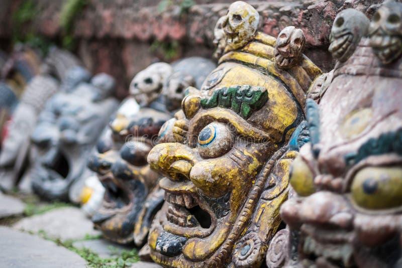 Maschere del ricordo sul mercato nepalese immagine stock