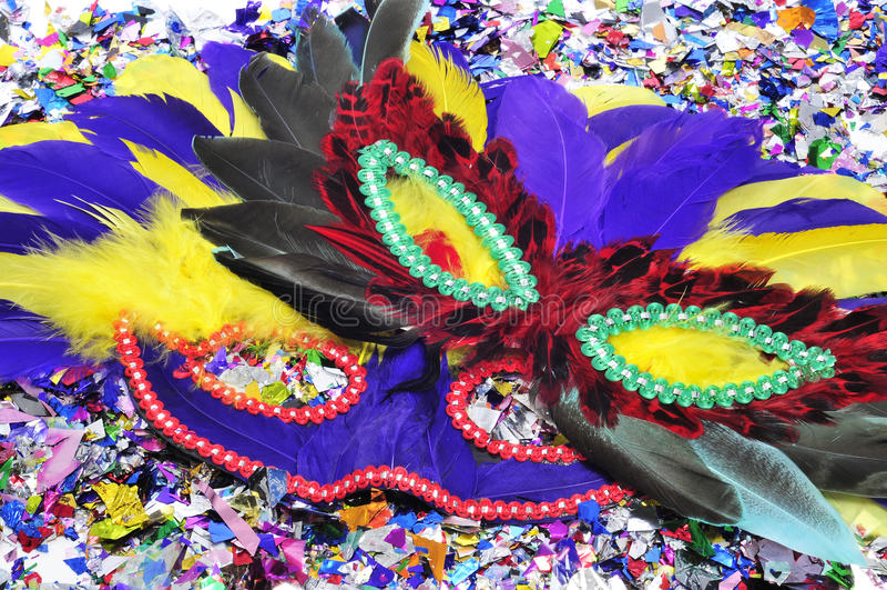 Maschere e coriandoli di carnevale fotografie stock