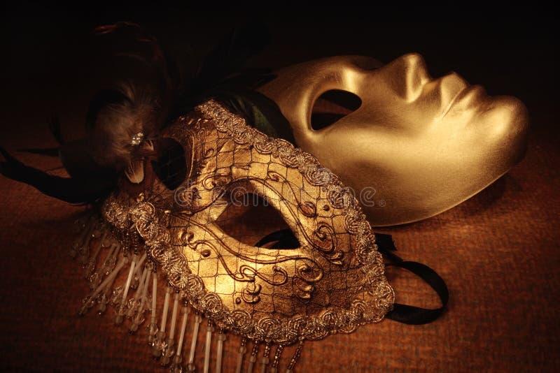 Mascherine veneziane dorate immagine stock