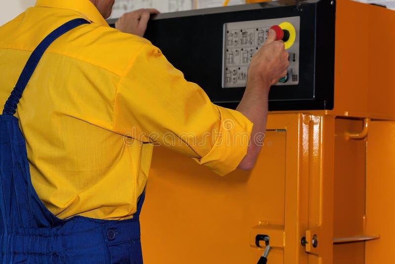 Maschine drücken Fabrik ein stockbilder