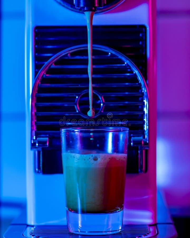 Maschine Espresso αναμμένο με τα πηκτώματα στοκ εικόνα