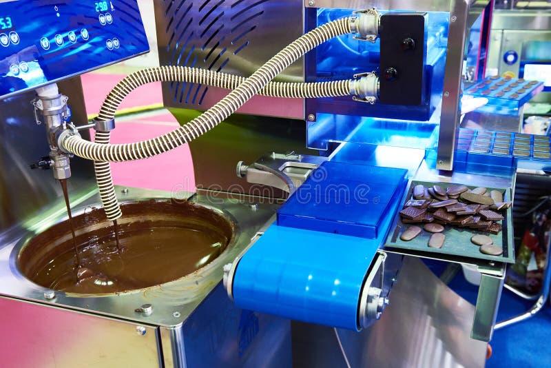 Maschine für die Herstellung der Schokolade stockfotos