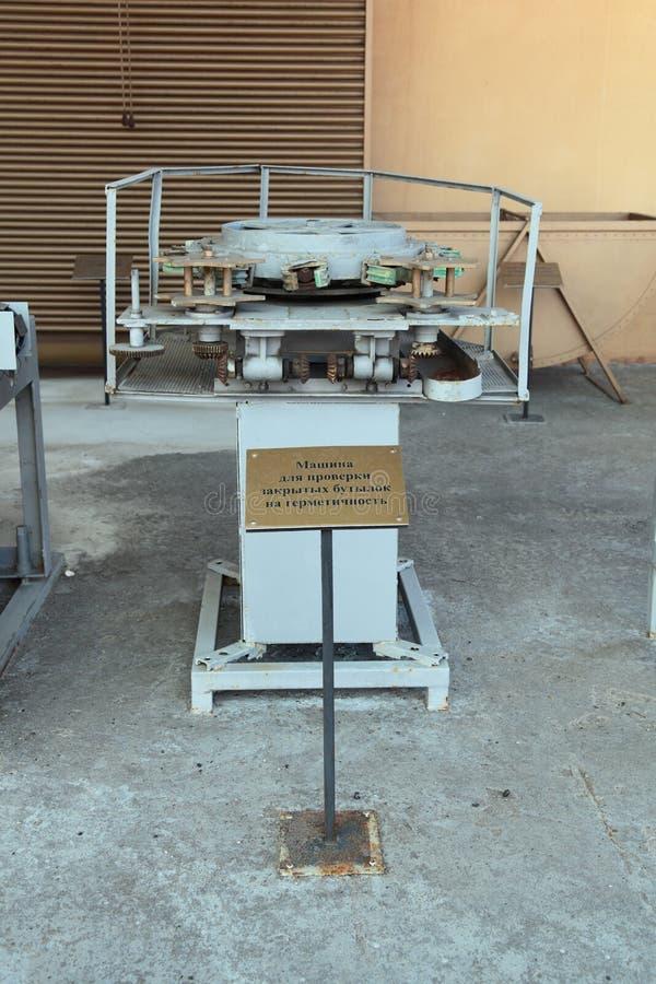 Maschine für die Prüfung von Siegelflaschen auf Enge lizenzfreie stockbilder