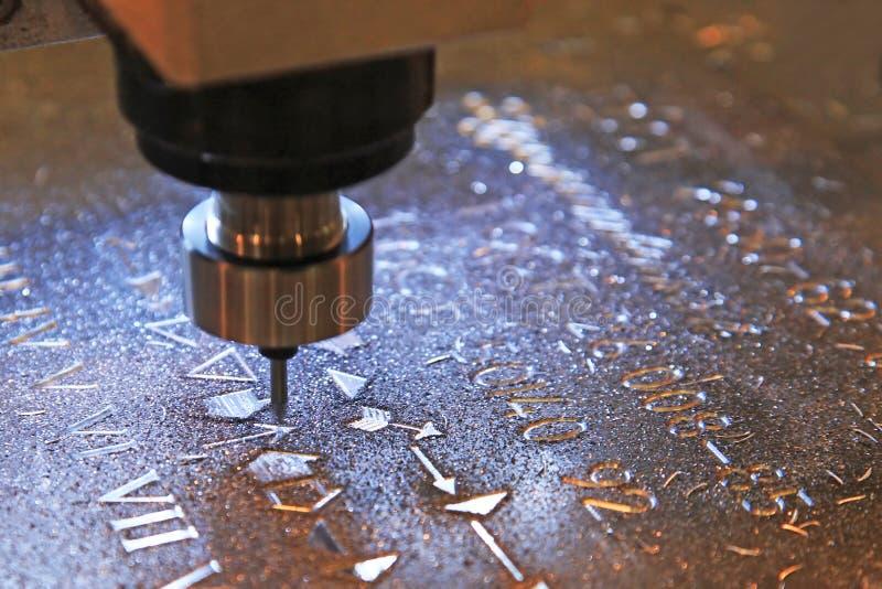 Maschine für Prägekennzeichen auf Metall stockbild