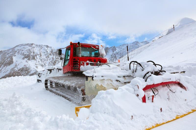Maschine für Ski fahrende Steigungsvorbereitungen bei Kaprun Österreich lizenzfreies stockfoto