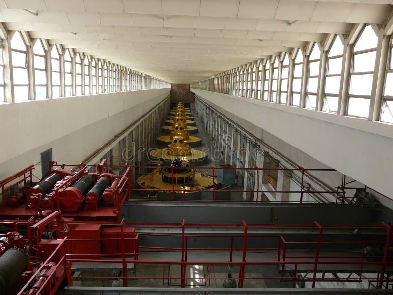 Maschinenhalle des Nurek hydroelektrisch lizenzfreies stockfoto