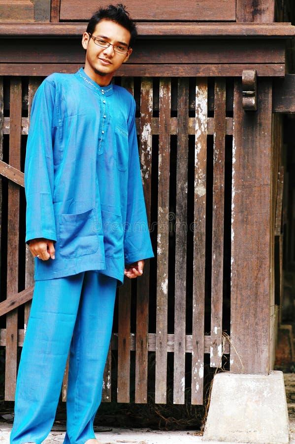 Maschio asiatico del Malay in costume tradizionale immagini stock libere da diritti
