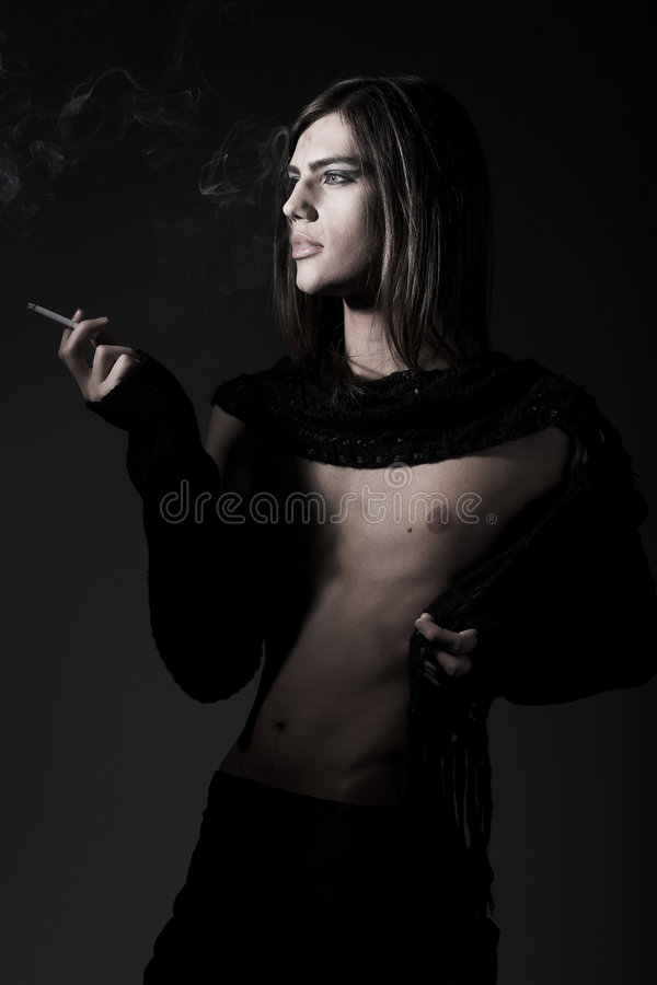 Download Maschio Di Modo Che Fuma Un Cig Immagine Stock - Immagine di europeo, casuale: 7303601