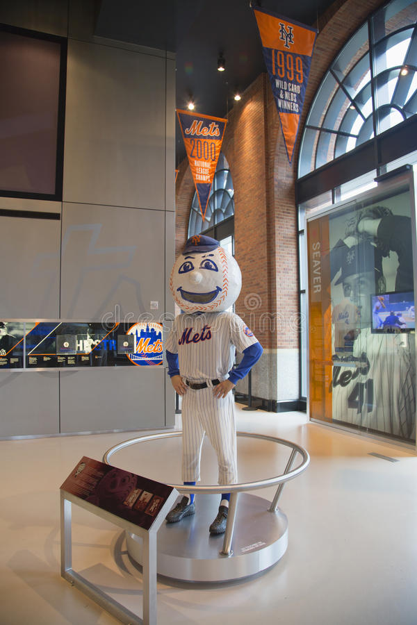 Mascotte de New York Mets, M. Réuni, sur l'affichage au champ de Citi photo stock