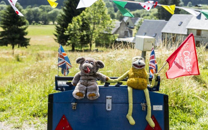 Mascottes drôles sur la route du Tour de France 2014 de le photo stock