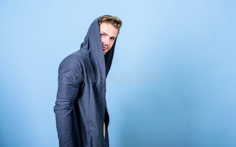 Masculinidad bruta que ordena extremadamente parecer convencionalmente hermoso Mirada poco convencional pero masculina masculinit imagen de archivo libre de regalías