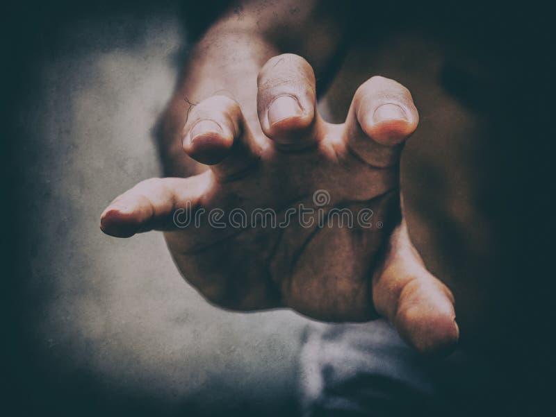 Masculino estique para fora sua mão como garra algo ou treathen o someon imagens de stock