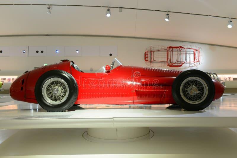 Maserati 250 F - laufende Legende F1 lizenzfreie stockbilder