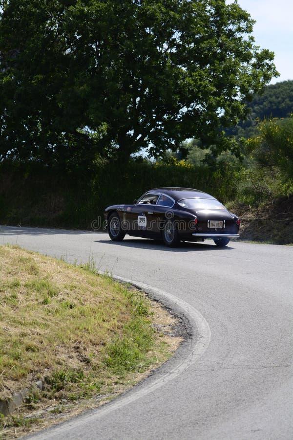 MASERATI A6 G 54/2000 ZAGATO 1955 p? en gammal t?vlings- bil samlar in Mille Miglia 2017 det ber?mda italienska historiska loppet royaltyfria bilder