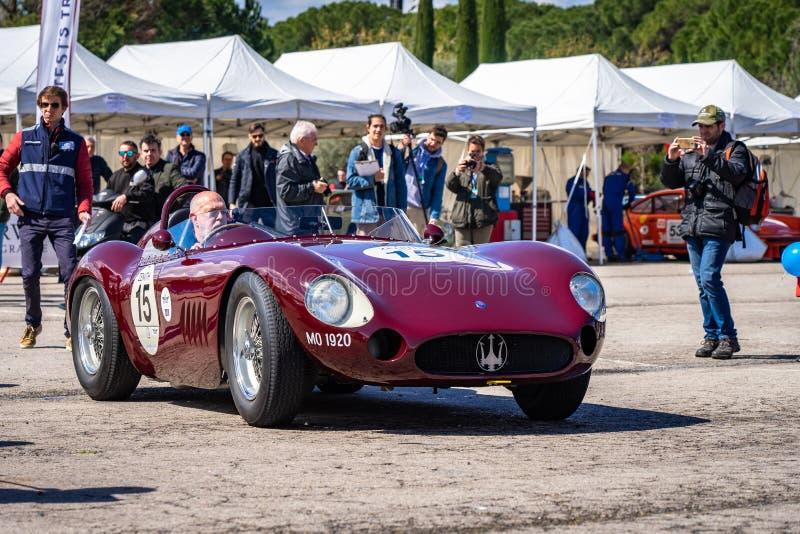 Maserati 300 S i montjuic show f?r bil f?r andeBarcelona str?mkrets royaltyfri foto
