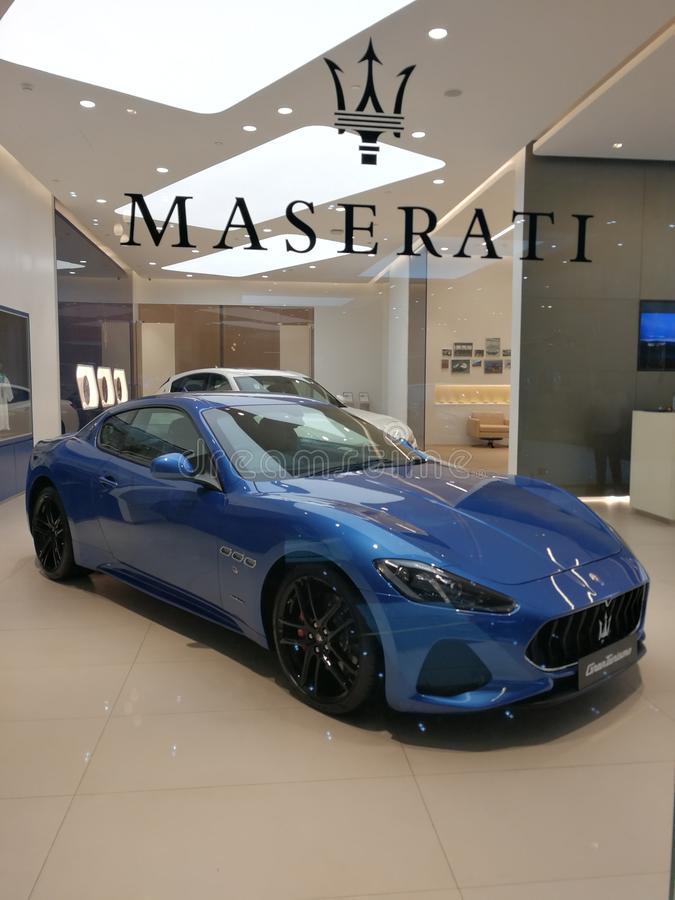 Maserati-Sport-Auto in Bangkok-Ausstellungsraum stockfotos