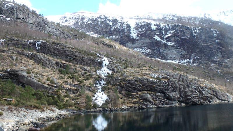 Masfjordnes -挪威,沈默风景,有一点清扫由雪 库存图片