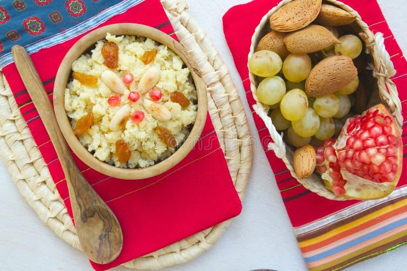 Masfouf - Tunisian tradicional cuscuz abrandado imagens de stock royalty free