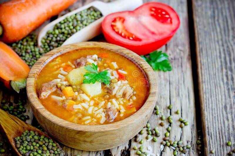 Mashhurda - vleessoep met rijst en mung bonen royalty-vrije stock foto