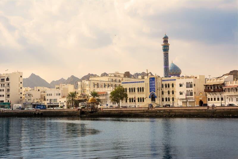 Masjid al-Rasoolmoské på sjösidan av Cornichen av Mutrah i Muscat Oman på solnedgången med inget arkivfoton