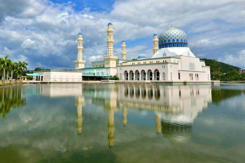Masjid Bandaraya Kota Kinabalu royaltyfri bild