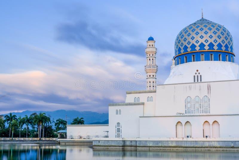 Masjid Bandaraya ou mosquée de ville de Kota Kinabalu, Sabah, Malaisie photo libre de droits
