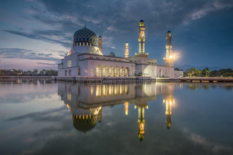 Masjid Kota Kinabalu, Bandaraya, mesquita de Likas, Bornéu, Sabah, Malásia imagem de stock royalty free