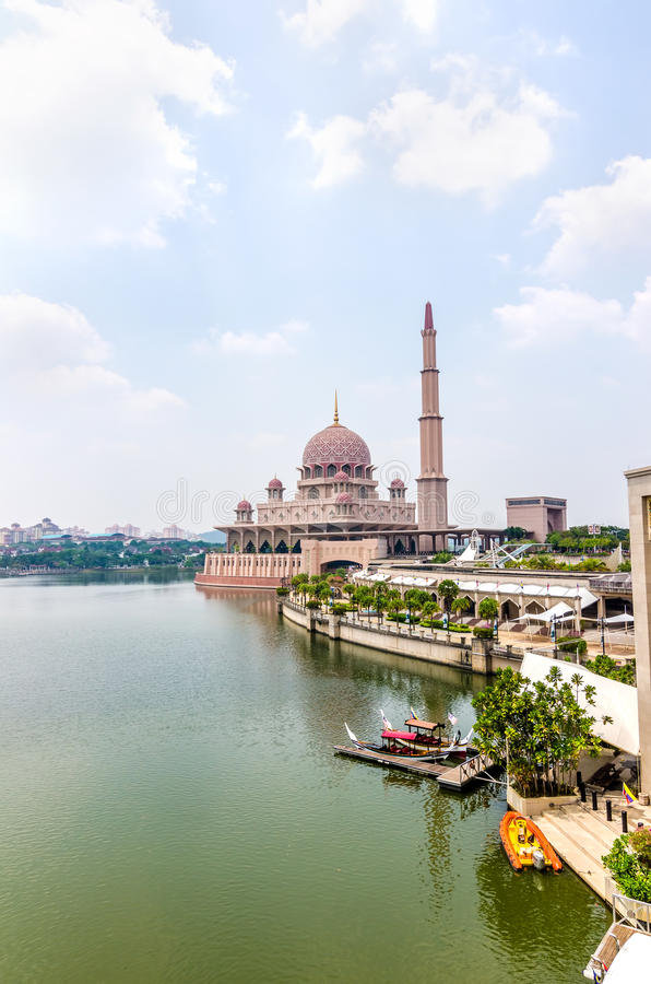 Download Masjid Putra stock photo. Image of famous, minaret, clear - 39510388