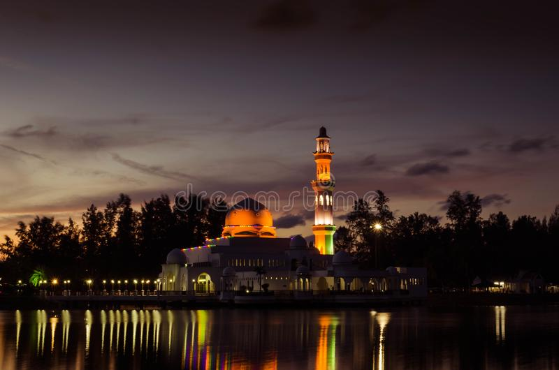 Masjid Tengku Tengah Zaharah aftonsikt royaltyfria foton
