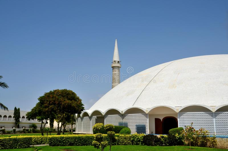 Masjid Tooba of Ronde Moskee met marmeren koepelminaret en tuinendefensie Pakistan Van karachi royalty-vrije stock afbeelding