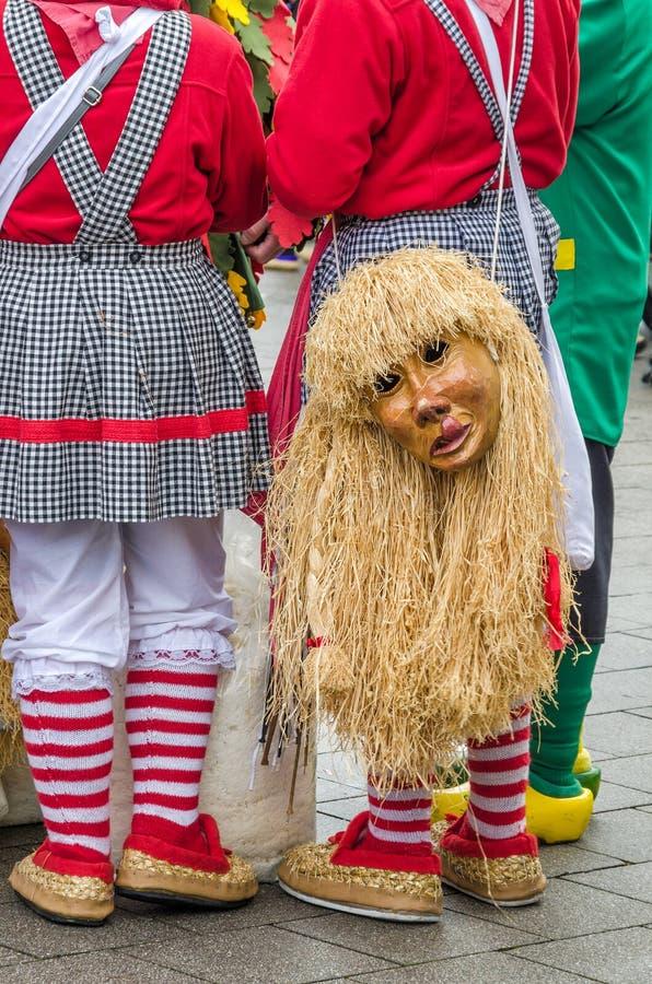 Maska i kostium dla świętowania karnawałowy Fasnacht wewnątrz zdjęcie stock