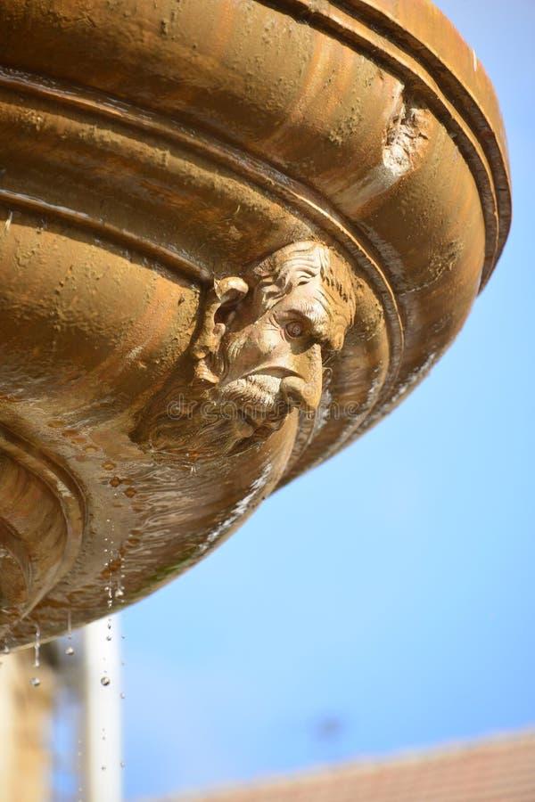 Maska na fontannie obraz stock