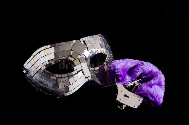 Maske und Handschellen stockfotos