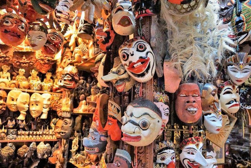 Masken an einem Markt in Malaysia stockfotos