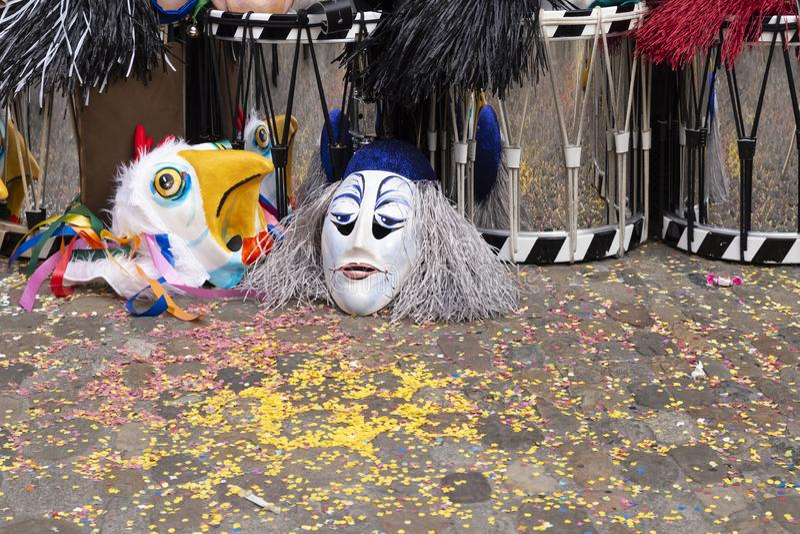 Masken und Schnarrtrommeln Basel-Karnevals 2019 lizenzfreie stockbilder