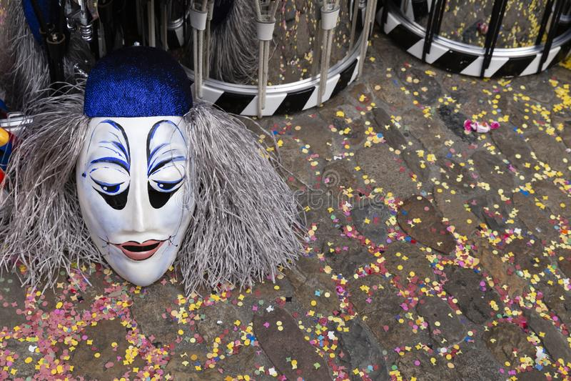 Masken und Schnarrtrommeln Basel-Karnevals 2019 lizenzfreie stockfotos