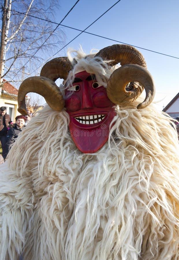 Masker de carnaval en fourrure chez le 'Busojaras', le carnaval de l'enterrement de l'hiver images libres de droits