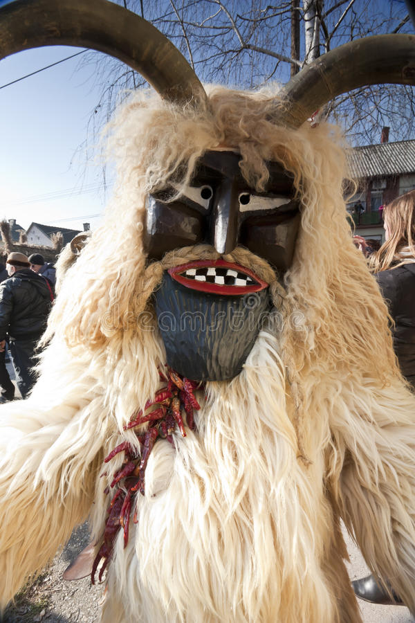 Masker di carnevale in pelliccia 'al Busojaras', il carnevale del funerale dell'inverno fotografie stock