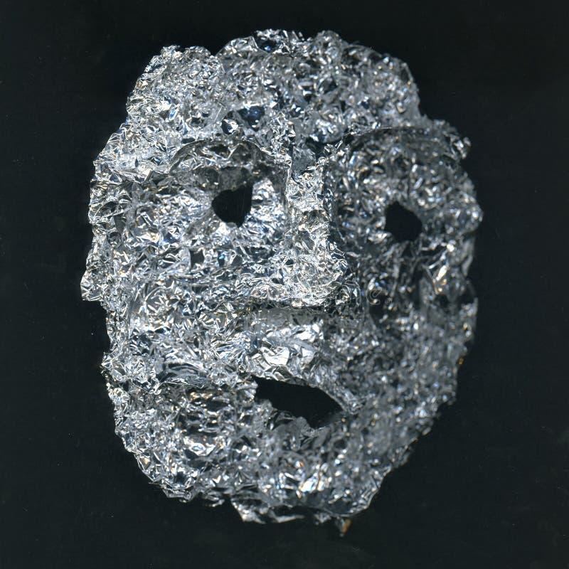 Masker van menselijk die gezicht van zilveren folie wordt gemaakt stock fotografie