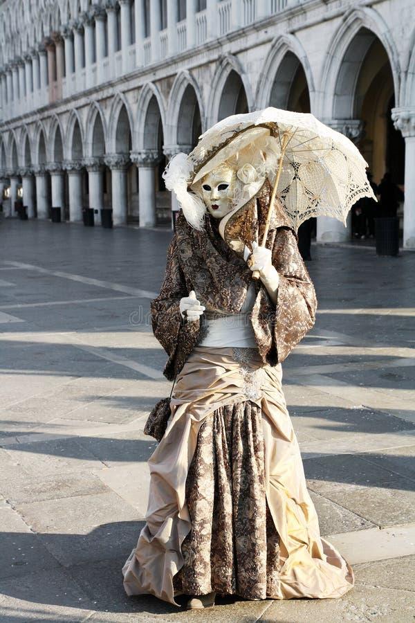 Maskerad person i dräkten, Venedig karneval arkivfoto