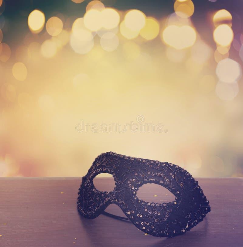 Maskering med maskeradgarneringar royaltyfri foto