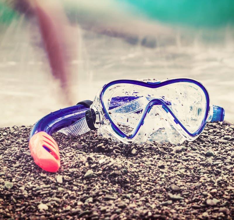 Maskering och snorkel som simmar royaltyfri foto