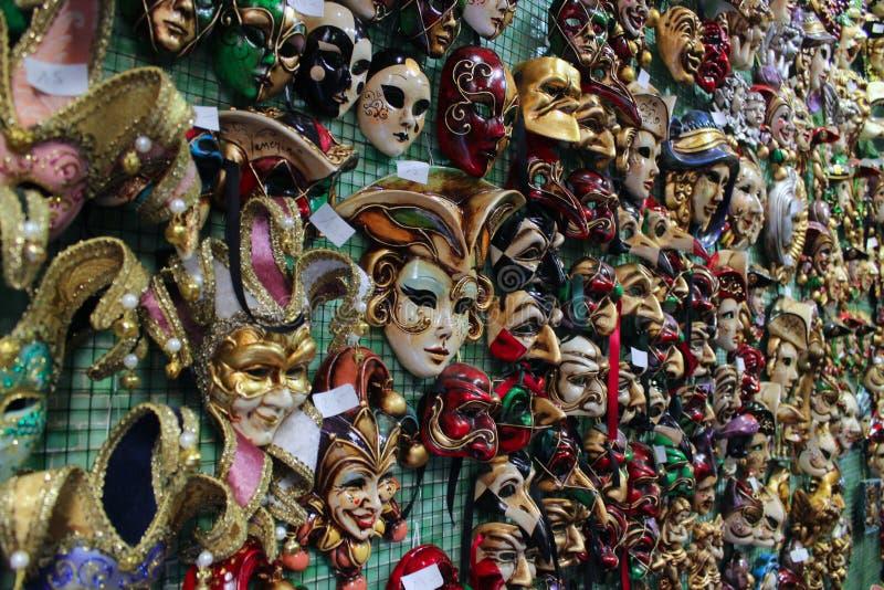 Maskers in veneza stock afbeelding