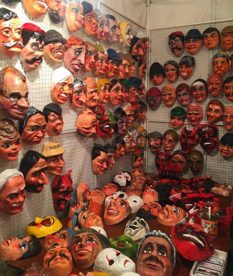 Maskers voor Beeltenissen of Viejos in Cuenca Ecuador op Nieuwjarenvooravond stock afbeelding